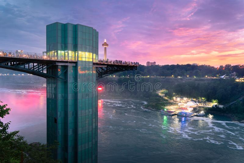 在尼亚加拉大瀑布观测塔的日落 免版税库存图片