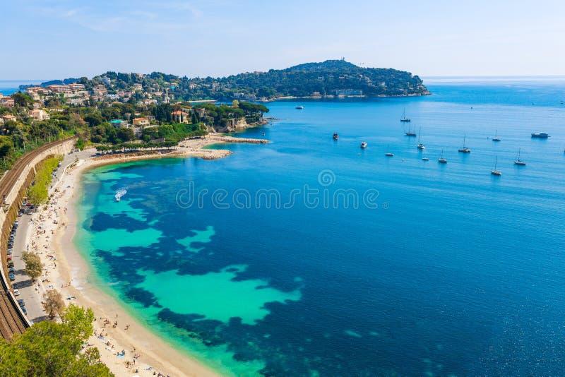 在尼斯和摩纳哥,彻特d'Azur,法国,南欧洲之间的风景全景海岸视图 美好的豪华旅游胜地法语 免版税库存照片