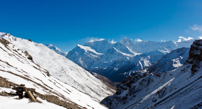 在尼泊尔山的全景 免版税库存图片