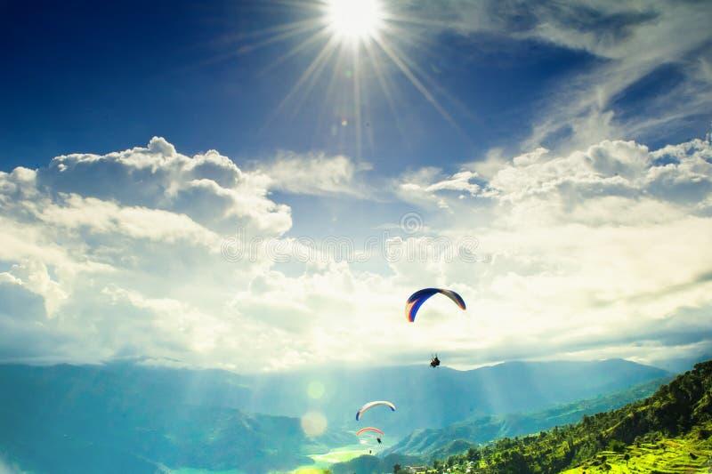 在尼泊尔的旅行-滑翔伞 库存图片