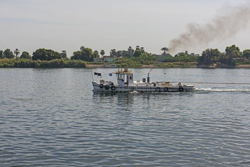 在尼罗河的猛拉小船在埃及 免版税库存照片