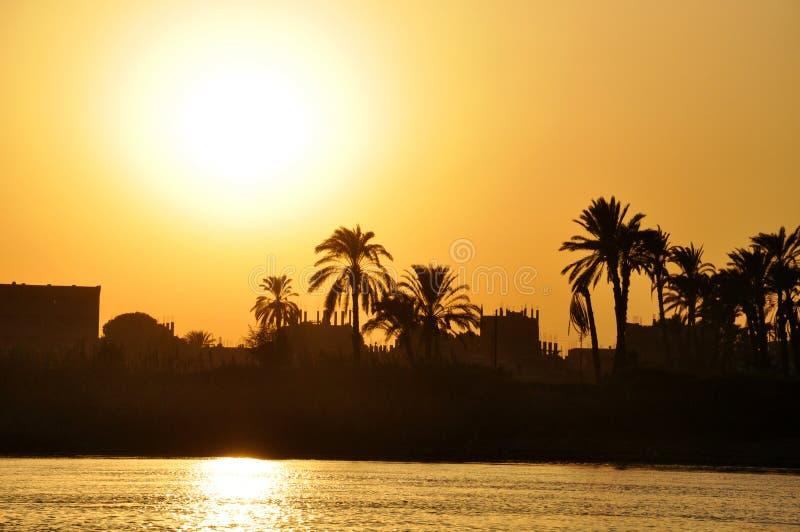 在尼罗河,卢克索,埃及的日落 库存图片
