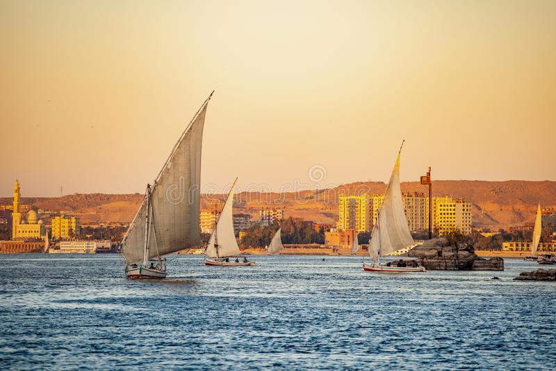 在尼罗的日落在卢克索埃及 库存照片
