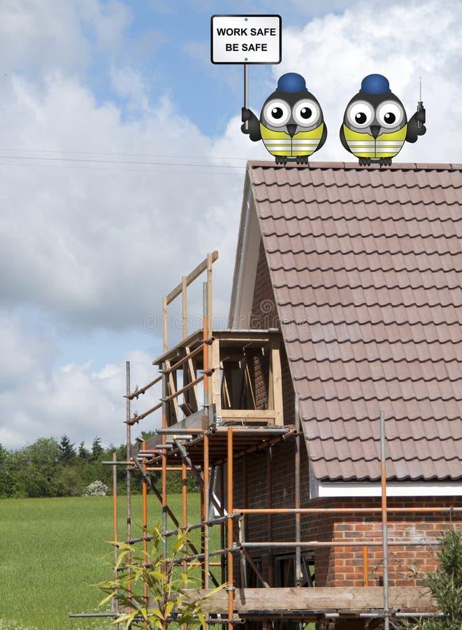 在屋顶栖息的建筑工人 库存图片