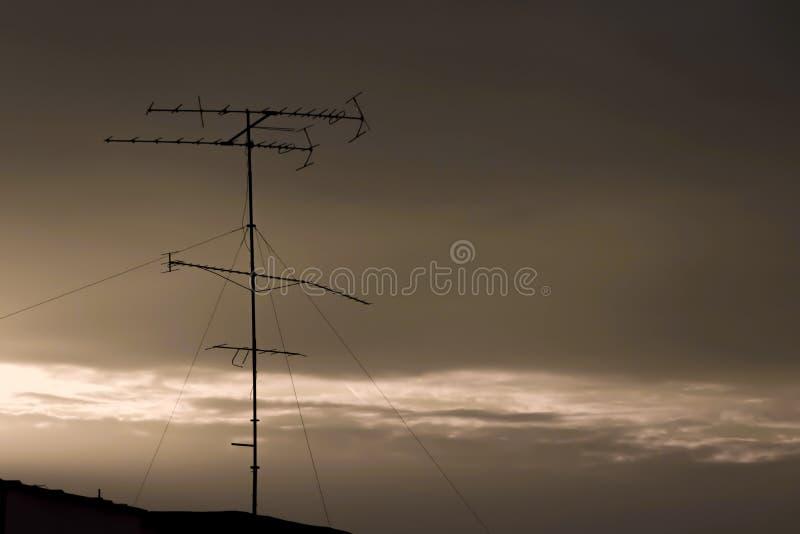 在屋顶的一老antena 免版税库存照片