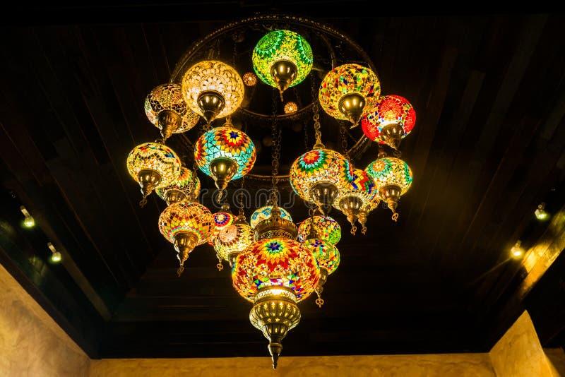 在屋顶的五颜六色的印地安样式灯 库存照片