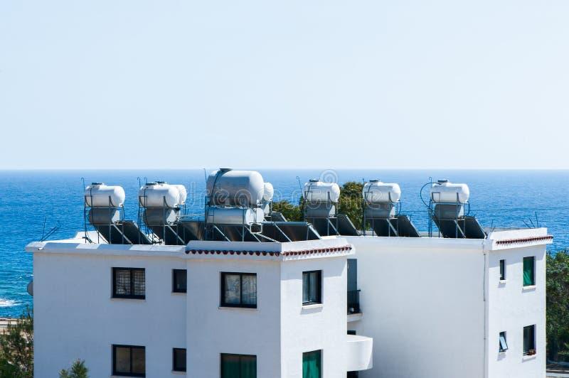 在屋顶的储水箱, 图库摄影