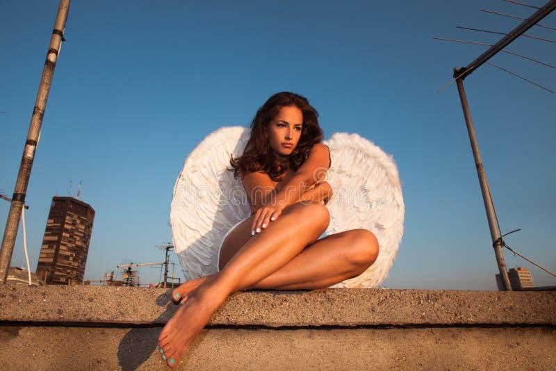 在屋顶的天使 免版税库存图片