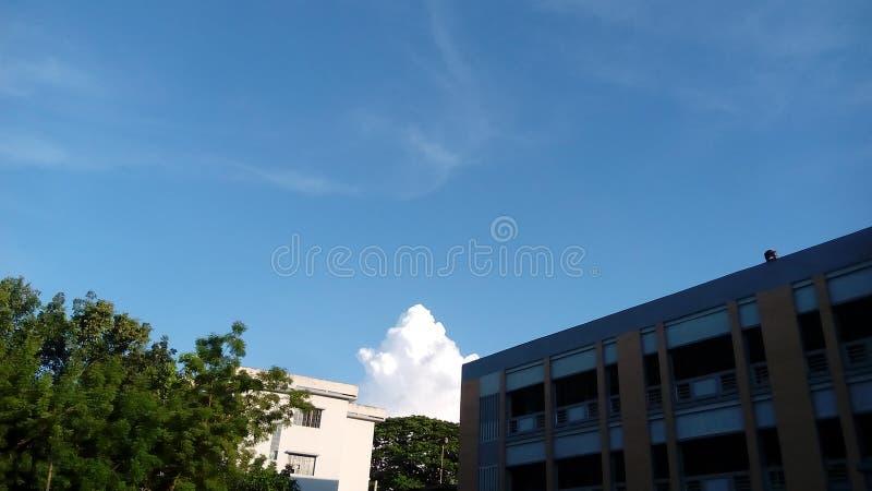在屋顶的天空 库存照片
