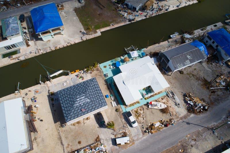 在屋顶的消息在飓风厄马佛罗里达群岛以后 库存图片