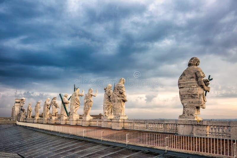 在屋顶的雕象 库存照片