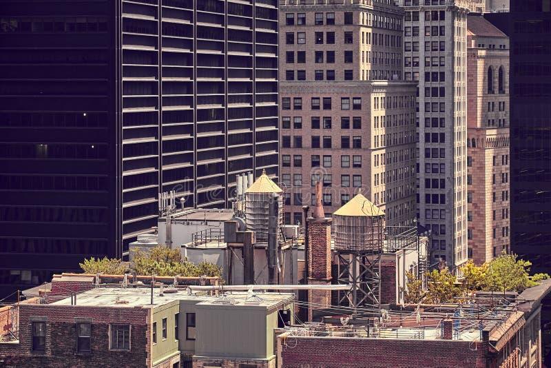 在屋顶,纽约的储水箱 免版税库存照片