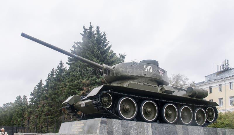 在展览的坦克在克里姆林宫在下诺夫哥罗德,俄罗斯联邦 库存照片