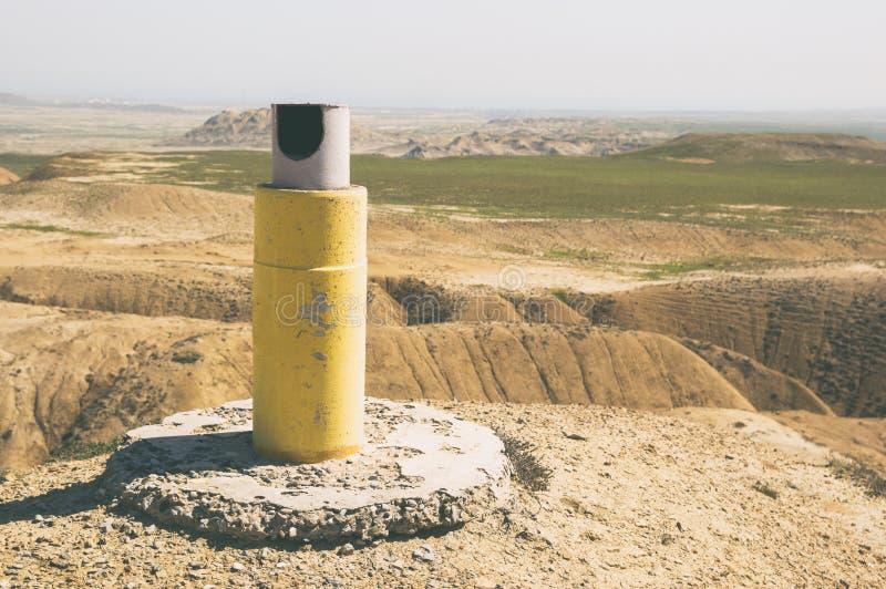 在山上面的大地测量学的标记 库存照片
