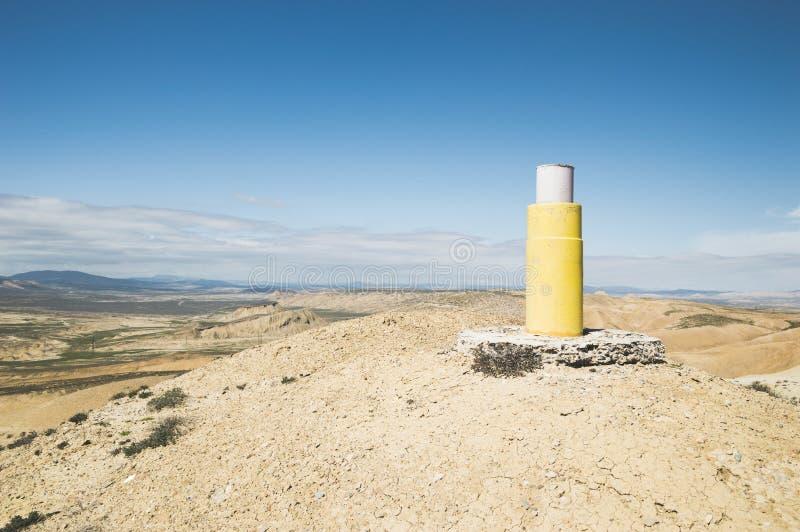 在山上面的大地测量学的标记 免版税库存照片