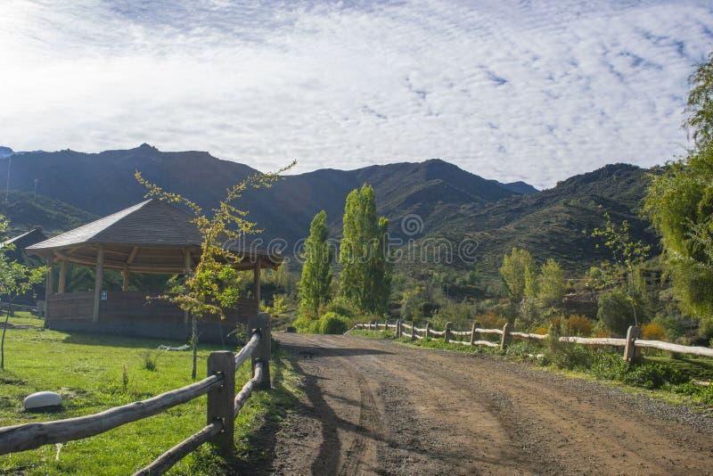 在山中的道路 免版税库存图片