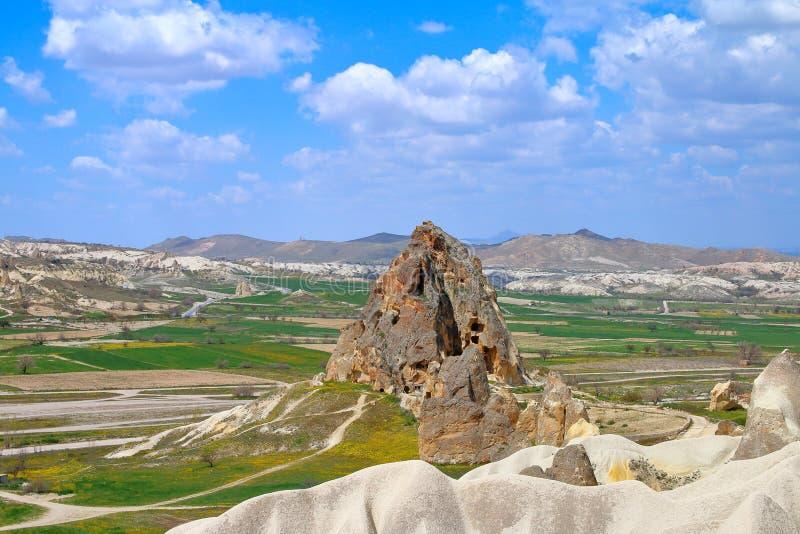 在山之间的谷在卡帕多细亚 图库摄影