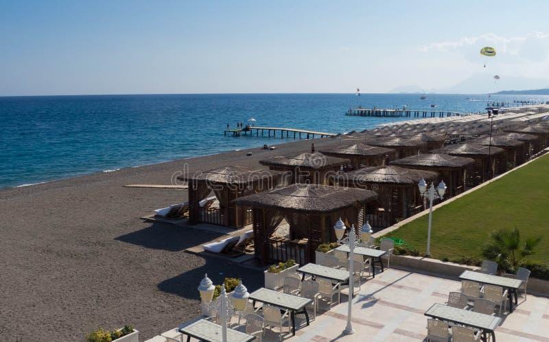 在山和地中海的看法 免版税库存照片