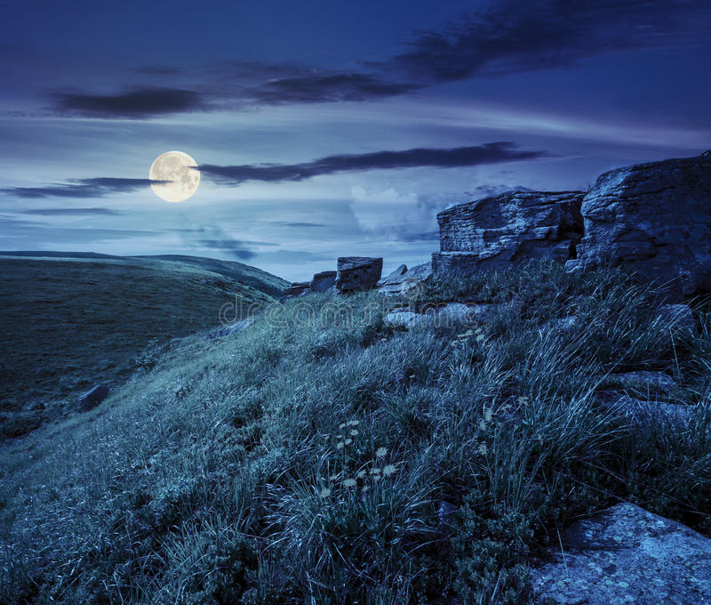 在山坡的冰砾在高山在晚上 库存图片