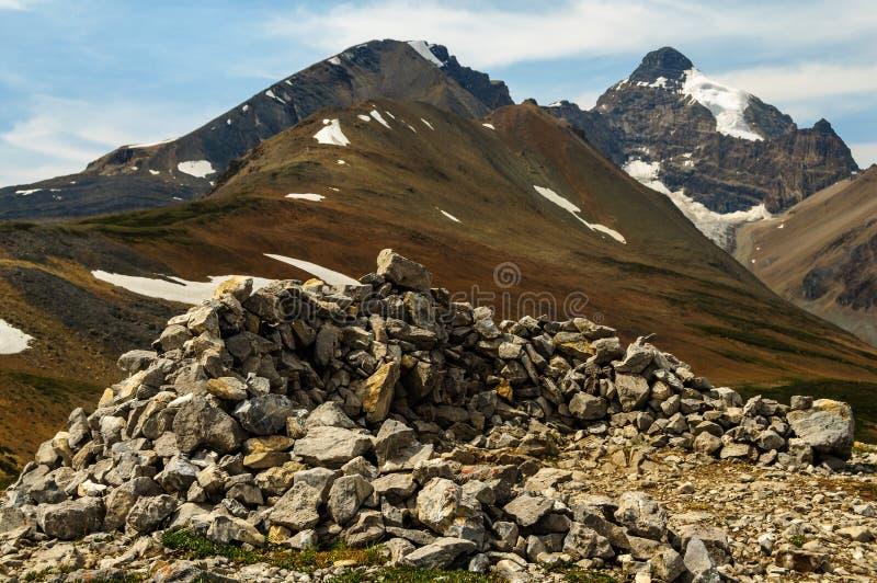 在山山顶的岩石堆 库存图片