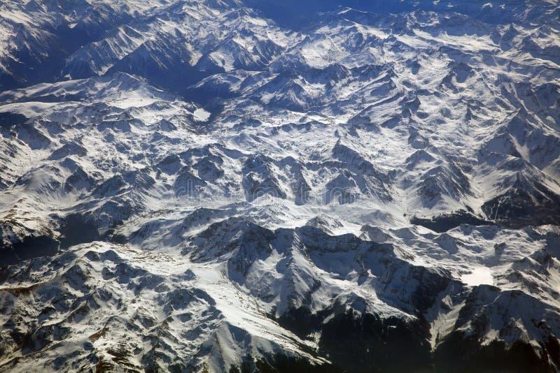 在山峰的鸟瞰图 欧洲阿尔卑斯 免版税库存图片
