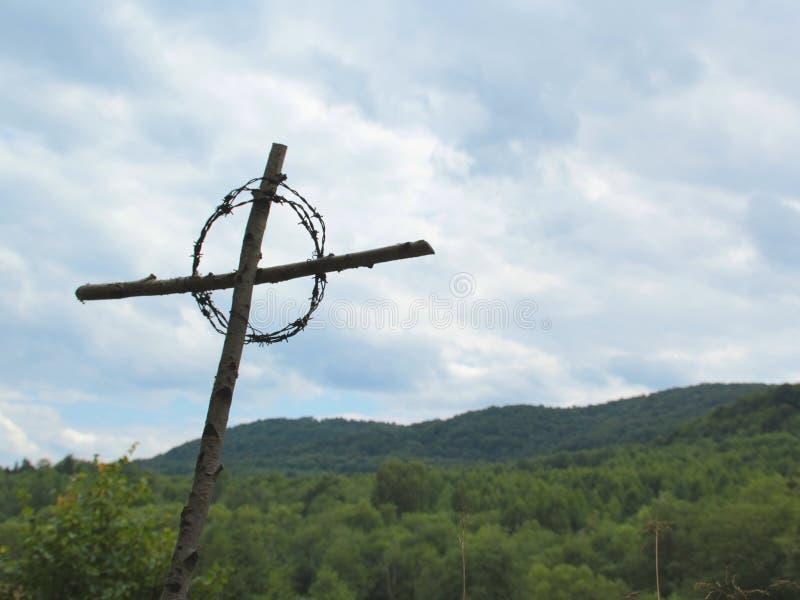 在山的十字架 库存照片