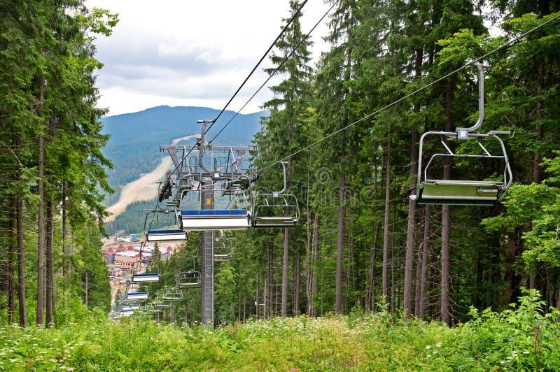 在山的升降椅在夏天 免版税库存图片