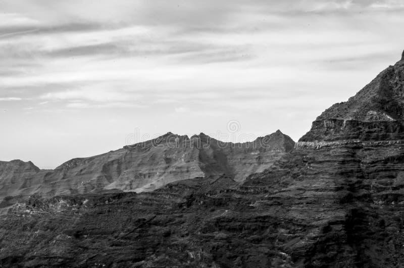 在山的单色moonscape 库存照片