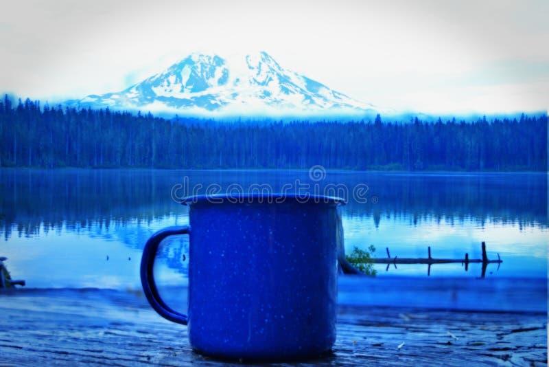 在山的咖啡 免版税库存照片