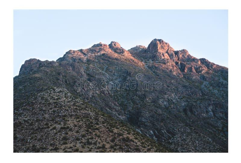 在山的大岩石 免版税库存照片