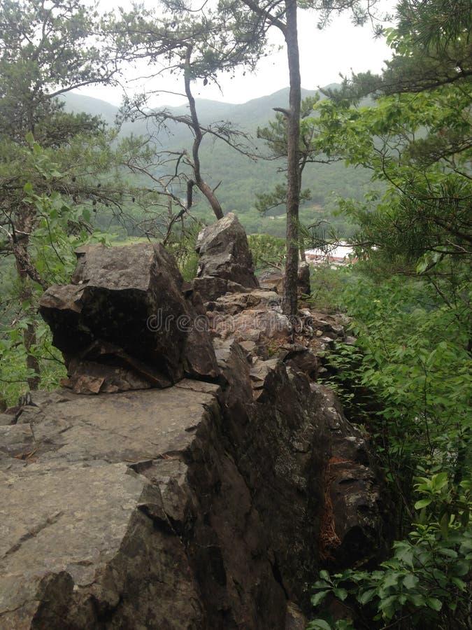 在山的岩石 免版税库存照片