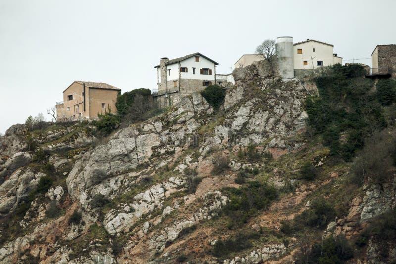 在山的峰顶上上面的议院  免版税库存照片