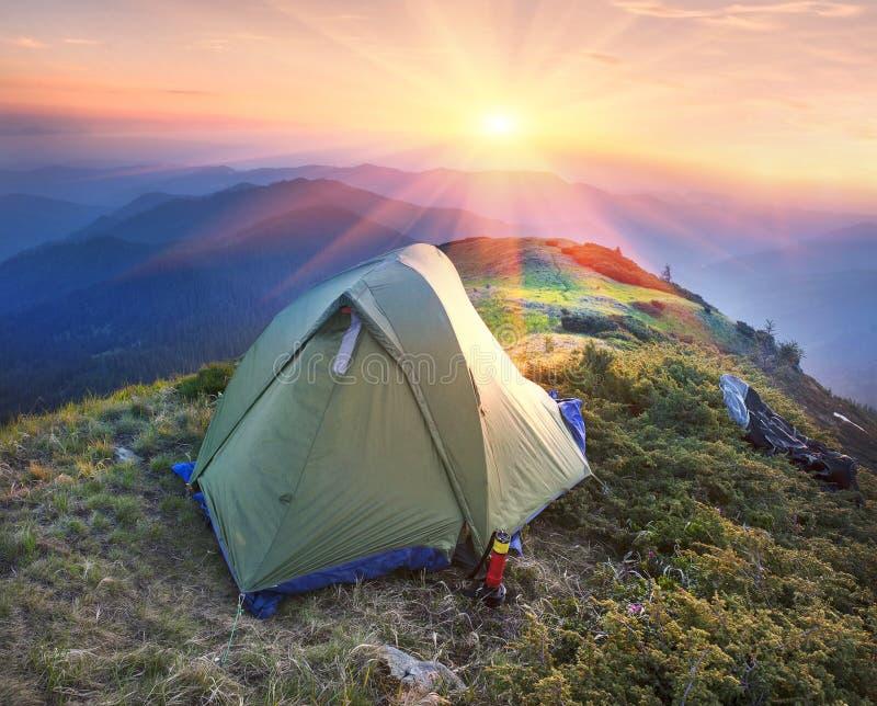 在山的帐篷 库存照片