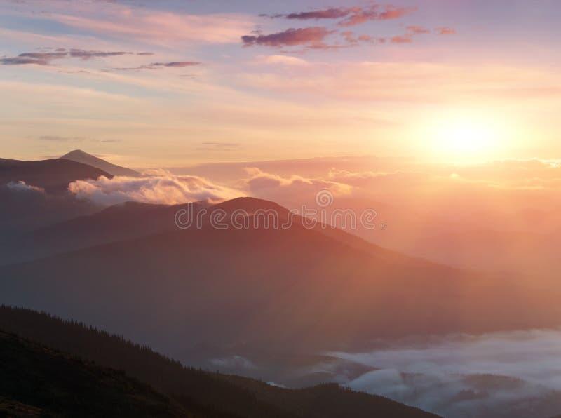 在山的惊人的风景在日出 库存图片