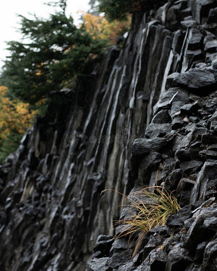 在山的接合的岩石面孔 免版税库存图片