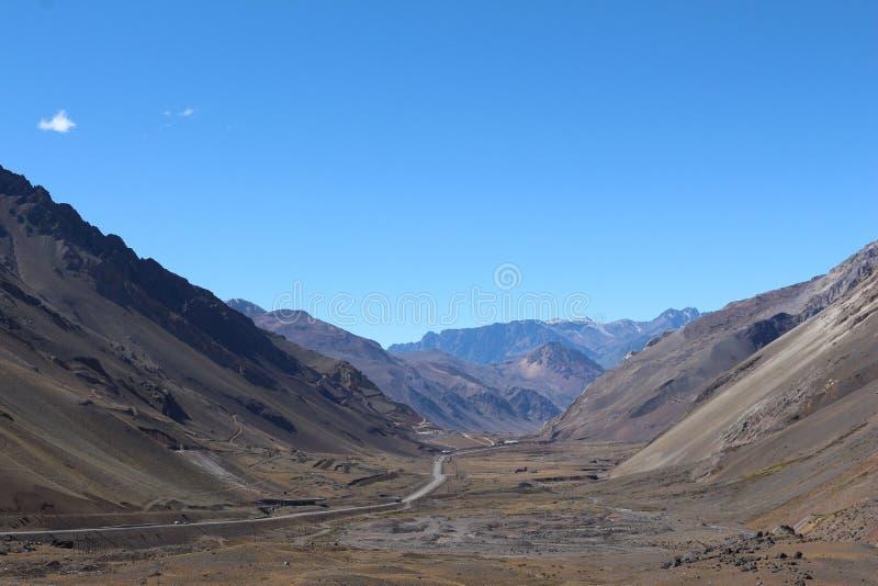 在山的方式-山风景 免版税库存照片