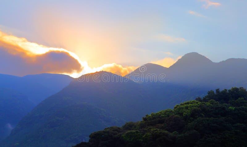 在山的日出在Unzen,九州,日本 库存图片