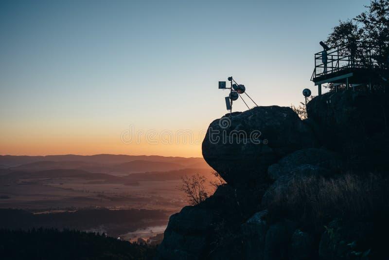 在山的日出 库存图片