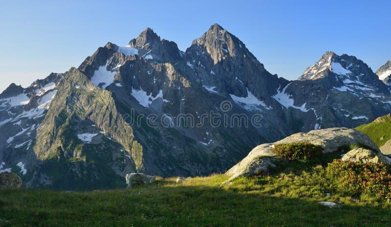 Download 在山的早晨 库存图片. 图片 包括有 横向, 生活, 青苔, 叶子, 融解, 新鲜, 岩石, 高加索, 室外 - 62537997