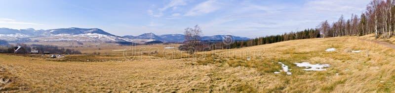 在山的早期的春天,波兰 库存照片