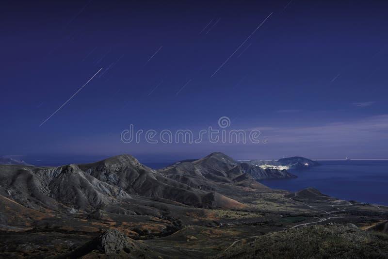 在山的星轨道 图库摄影