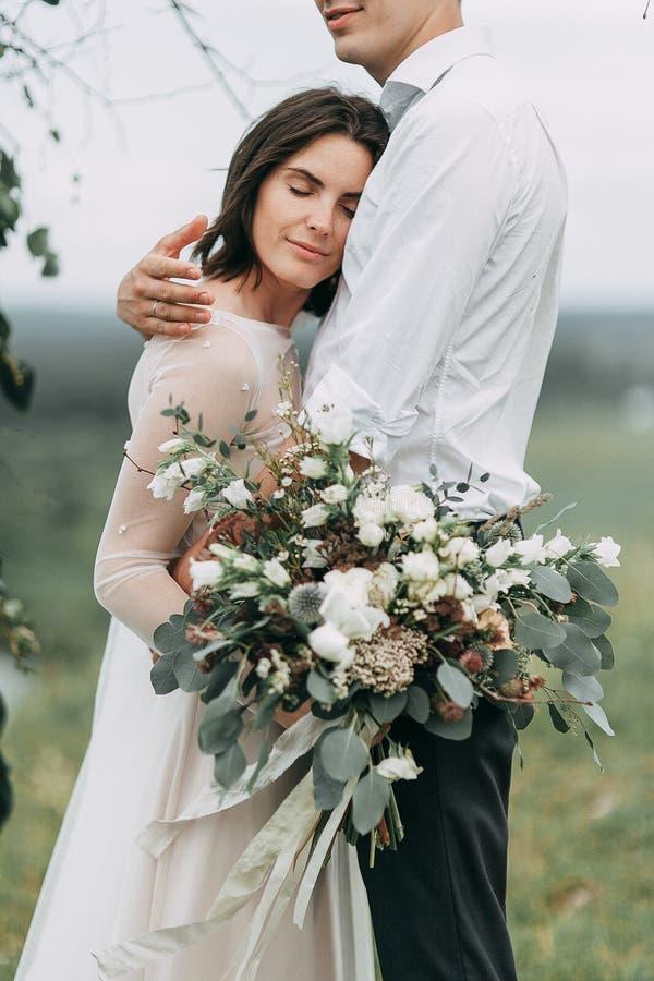 在山的梦想婚礼 免版税库存图片