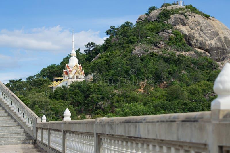 在山的泰国寺庙 图库摄影