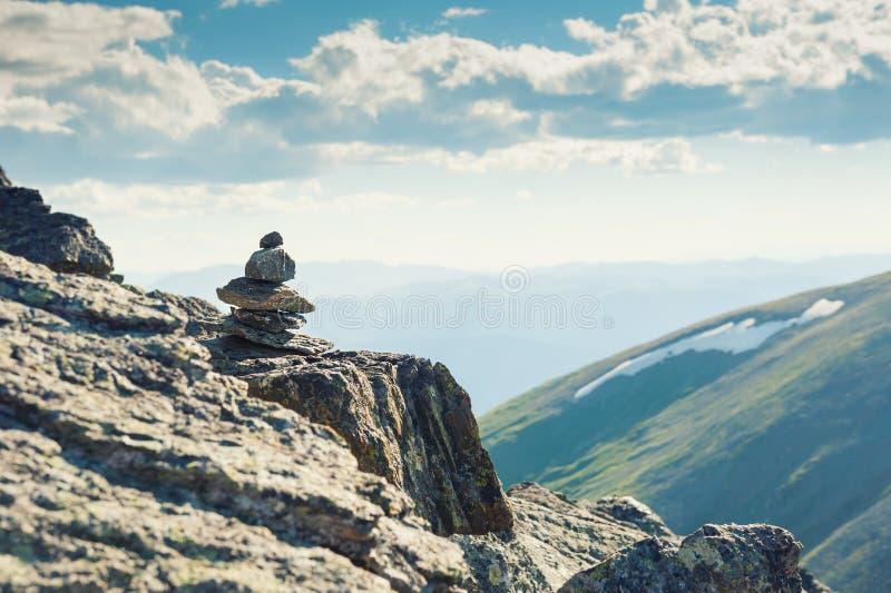 在山的石金字塔 阿尔泰,西伯利亚,俄罗斯 库存照片