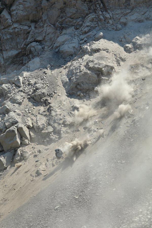 在山的石雪崩 免版税图库摄影