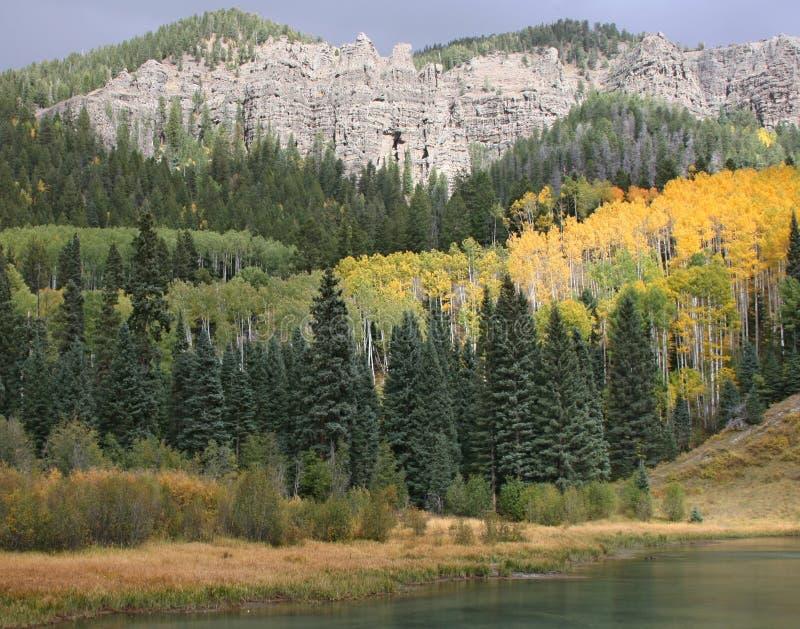 在山的秋天颜色 库存照片