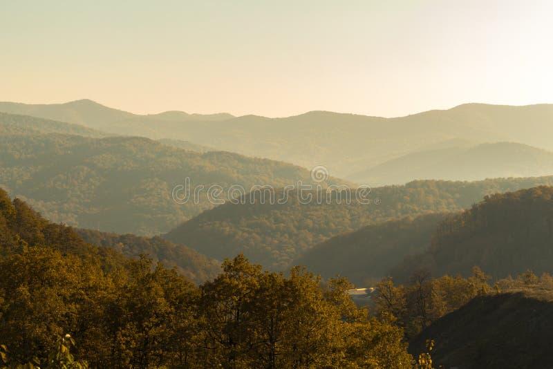 在山的秋天 免版税库存图片