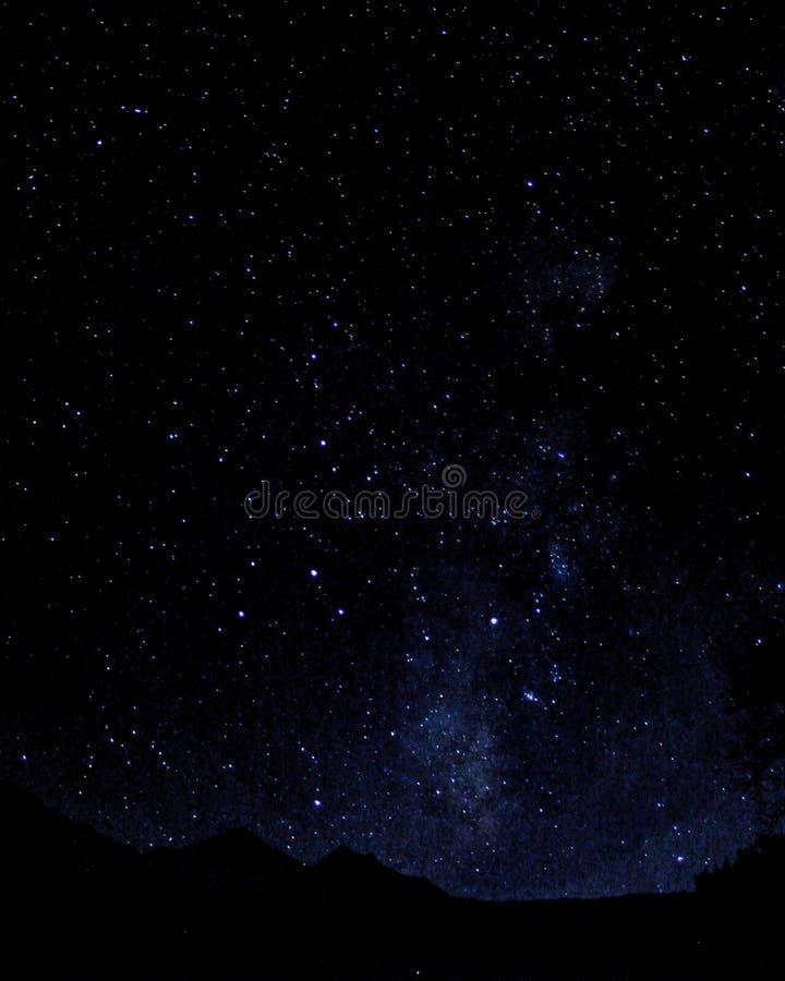 在山的繁星之夜 库存照片