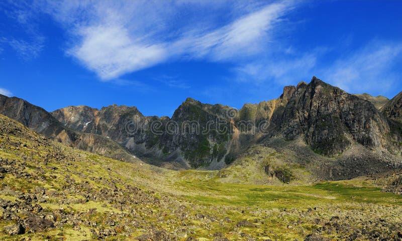 在山的美丽的蓝天 免版税图库摄影