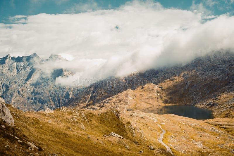 在山的美好的全景自然 库存图片